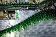 Brasserie de Budvar Budweiser Mettez le tri, le lavage et l'atelier en bouteille de bouteille à bière avec des ensemble-lignes Images libres de droits