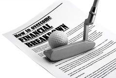 Brassey en een bal voor golf op krantenartikel Stock Foto's