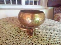 brassware inzameling met antiek belang stock fotografie