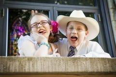 Brat i siostra Goofing Wokoło Fotografia Royalty Free