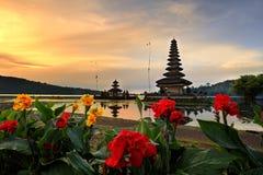 巴厘岛bratan danu pura寺庙ulun水 免版税库存照片