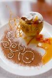 Bratapfel mit dem Honig schön verziert Stockbild