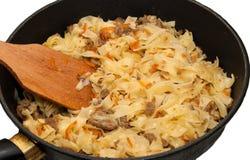 Braten von Teigwaren und von Karotten. Lizenzfreie Stockfotos