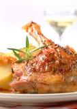 Bratenente mit Kartoffelmehlklößen und Weißkohl Lizenzfreies Stockbild