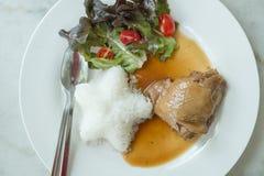 Bratenhuhn mit Reis Stockfoto