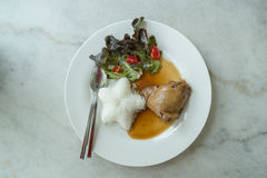 Bratenhuhn mit Reis Stockfotografie