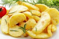 Bratenkartoffeln mit Rosmarin stockfoto