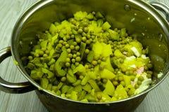 Brathähnchenleisten- und Gemüselendenfleisch lizenzfreie stockbilder