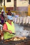 Brathühnerbeine in Banos, Ecuador lizenzfreies stockbild