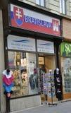 Bratislava, 29 augustus: De herinneringen winkelen de stad in van Bratislava in Slowakije Royalty-vrije Stock Fotografie