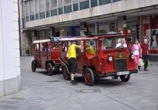 Bratislava, 29 augustus: De stad in bezienswaardigheden bezoekend Tram van Bratislava in Slowakije Stock Afbeeldingen