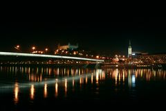 Bratislava bij nacht, mening van district Petrzalka Royalty-vrije Stock Fotografie