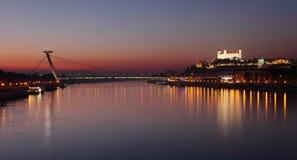 Bratislava bij twilght royalty-vrije stock foto