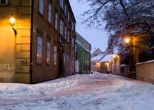 Bratislava - calle vieja de Kapitulska en invierno Foto de archivo