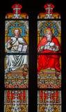 Bratislava - Christus en God de Vader op ruit in st. Martin kathedraal. stock fotografie