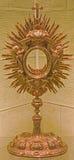 Bratislava - de barokke monstrans in sacristie van st Martins kathedraal Stock Fotografie