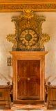 Bratislava - Eintritt in der Sakristei mit der Uhr in St- Martinkathedrale. Stockfoto