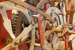Bratislava - el detalle del viejo mecanismo del torre-reloj en la catedral de St Martins Fotos de archivo