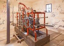 BRATISLAVA, ESLOVÁQUIA - 11 DE OUTUBRO DE 2014: O maquinismo de relojoaria velho do torre-pulso de disparo na catedral de St Mart Imagem de Stock Royalty Free