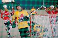Bratislava, Eslováquia, os 11-14 de novembro de 2010: o campeonato do mundo do primeiro mestre na rua & no hóquei da bola imagens de stock