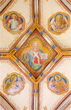 Bratislava - fresco de Jesus Christ e de quatro símbolos dos evangelistas. Detalhe da capela lateral gótico de St Ann Imagens de Stock Royalty Free