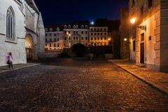 Bratislava gammal stadfyrkant på natten Royaltyfri Bild