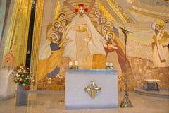 Bratislava - het mozaïek met doen herleven Christus onder de apostelen in centrum in de kathedraal van Heilige Sebastian Stock Fotografie