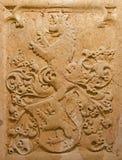 Bratislava - Hulp van symbolische leeuw. Detail van grafsteen in crypt onder st. Ann kapel in st. Martin kathedraal. Stock Foto's