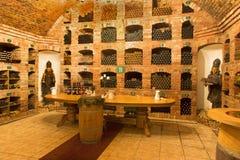 Bratislava - interior del vino callar de gran productor eslovaco. Imagenes de archivo