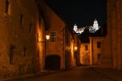 Bratislava kasztel przy nocą od starego centrum miasta Zdjęcie Stock