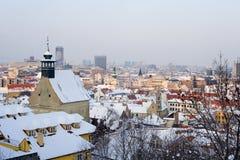 Bratislava - manhã do inverno na neve imagens de stock