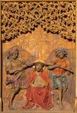 Bratislava - Marteling van Jesus met de kroon van doornen op gotisch zijaltaar in st. Martin kathedraal. stock afbeeldingen
