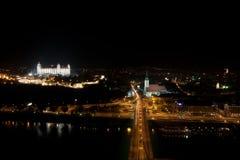 Bratislava nachts stockbilder