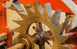 Bratislava - o detalhe de maquinismo de relojoaria velho do torre-pulso de disparo na catedral de St Martins Fotos de Stock