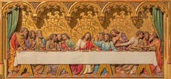 Bratislava - Ostatnia kolacja Chrystus scena. Rzeźbiąca ulga na gothic bocznym ołtarzu w st. Martin katedrze. Zdjęcie Stock