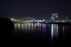 Bratislava på natten Arkivbild