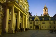 Bratislava - palacio y ciudad-pasillo metropolitanas Imágenes de archivo libres de regalías