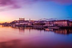 Bratislava a panorama crepuscolare Fotografie Stock