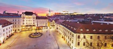 Bratislava panorama - huvudsaklig fyrkant Arkivfoton