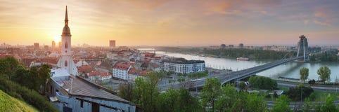 Bratislava panorama på soluppgång Arkivfoto