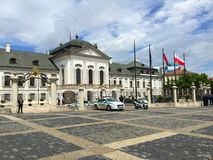Bratislava - place de bâtiment de gouvernement images stock