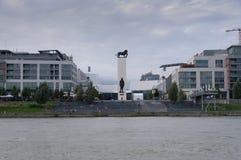 Bratislava-Promenade vom Wasser Stockbild