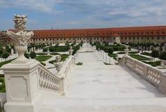 Bratislava roszuje ornamentacyjnych schody i pięknego baroku ogród - Fotografia Stock