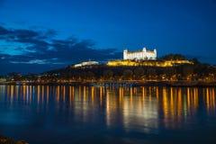 Bratislava-Schloss, Parlament und Danune-Fluss slowakei bratislava Stockfotos