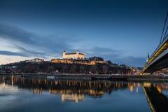 Bratislava-Schloss, Parlament und Danune-Fluss slowakei bratislava Lizenzfreie Stockfotos