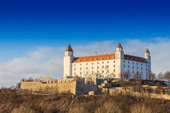 Bratislava-Schloss und Donau- und schönersonnenuntergang, Slowakei Lizenzfreies Stockbild