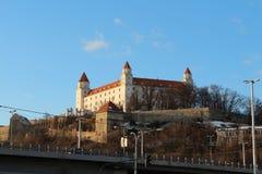 Bratislava-Schloss von der Flussseite lizenzfreies stockfoto