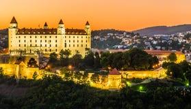 Bratislava slott i huvudstad av den slovakiska republiken Arkivbilder