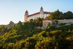 Bratislava slott i huvudstad av den slovakiska republiken Arkivfoton