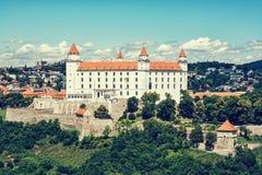 Bratislava slott i huvudstad av Slovakien, blått retro foto Royaltyfri Bild